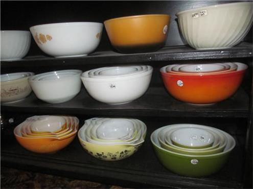 200 Pyrex Bowls Available at Abbott Antiques